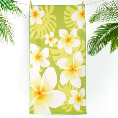 Тропические цветы на зеленом